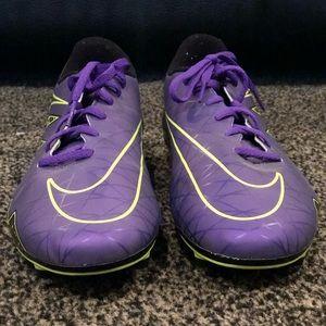 Nike men's Hypervenom grape black volt cleats!!